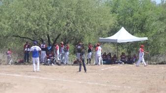 Juegan beisbol a pesar de contingencia sanitaria