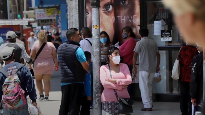 En Tijuana desafían al coronavirus: la Zona Centro abarrotada(Sergio Ortiz)
