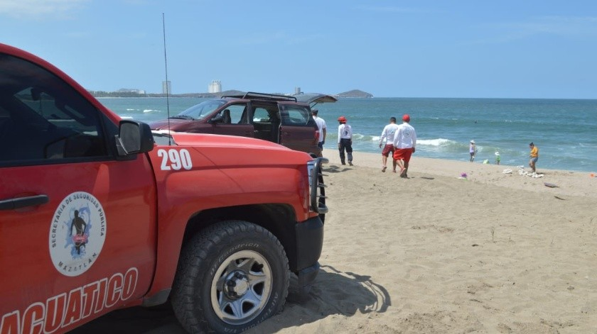 Bañistas llenan playas de Mazatlán pese a Covid-19(Especial)