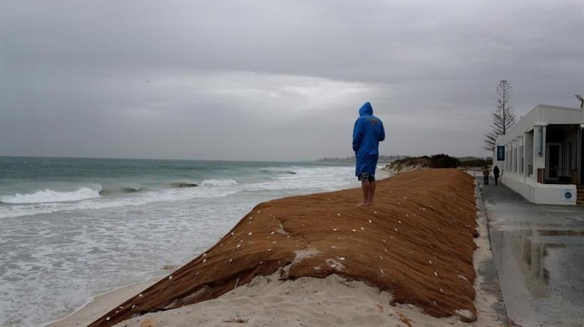 """VIDEOS: La """"peor"""" tormenta en casi una década azota el oeste de Australia(EFE)"""