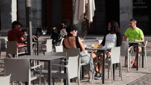 Ciudades como Madrid y Barcelona comienzan a tener aforo urbano, tras diez semanas de confinamiento por la pandemia de coronavirus, que ha cobrado la vida de casi 28 mil personas.