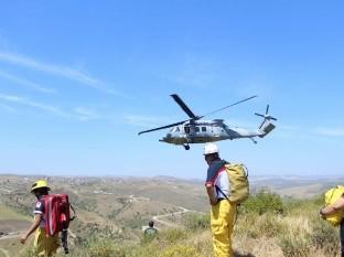 Con helicóptero rescatan a senderista fracturada en Rosarito