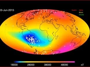 El campo magnético interacciona con el viento solar en una región llamada magnetosfera que se extiende por encima de la ionósfera.