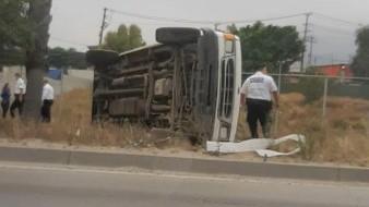 Los ocupantes de la camioneta resultaron con lesiones leves.