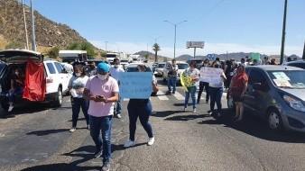 Bloquean comerciantes salida de Hermosillo exigiendo igualdad comercial