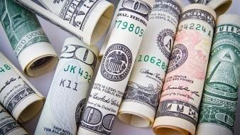 El dólar cerró esta tarde en 22.61 pesos en ventanillas de CitiBanamex, 39 centavos menos que ayer y acumula una disminución de 1.86 unidades a partir de que inició mayo.