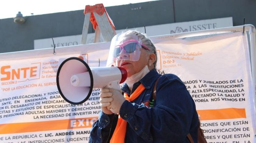 Maestros jubilados exigen abasto de medicamentos