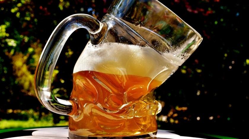 A principios de la pandemia por COVID-19 se suspendió la producción de cerveza al ser considerada por las autoridades como no esencial.(Pixabay)