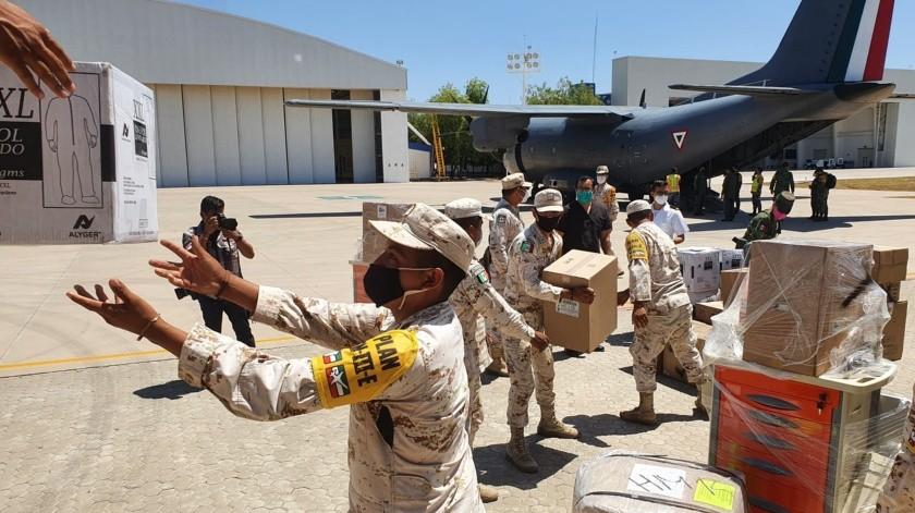 Llegan insumos contra Covid-19 a Base Aérea Militar en Hermosillo(Julián Ortega)