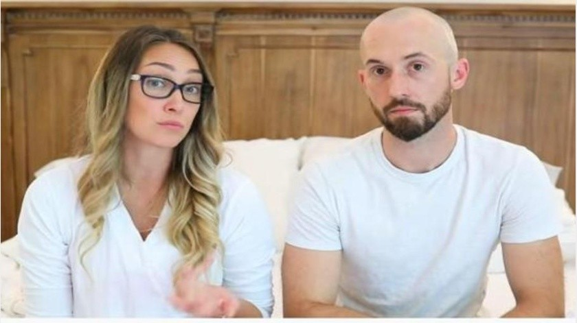 """Youtubers adoptan niño con autismo; lo """"devuelven"""" tres años después"""