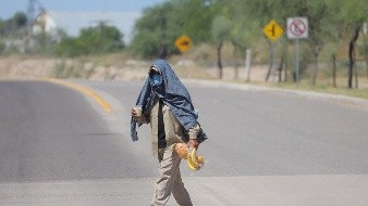 Rescatan a tres migrantes en desierto