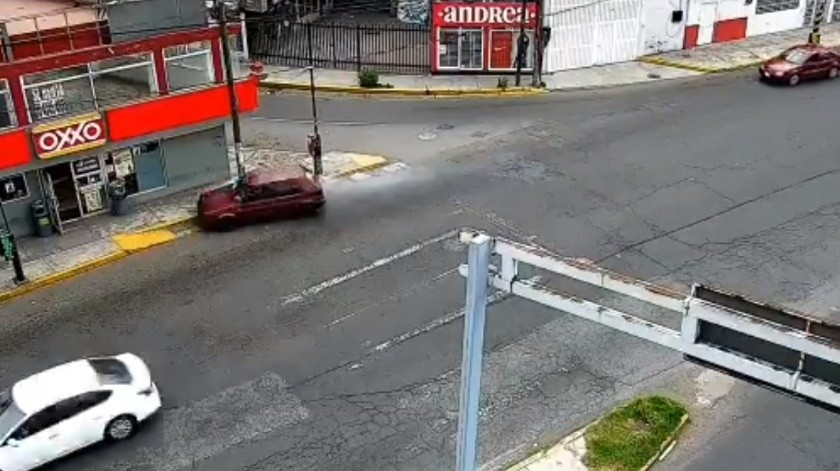 VIDEO: Condutor arrolla a cinco personas en Edomex(Captura de pantalla)