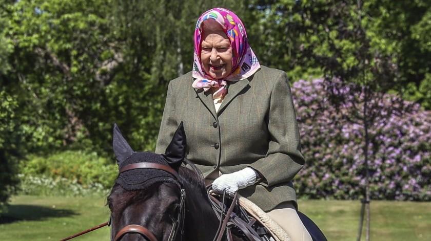 Isabel II sale del confinamiento a montar a caballo(Tomada de la red)