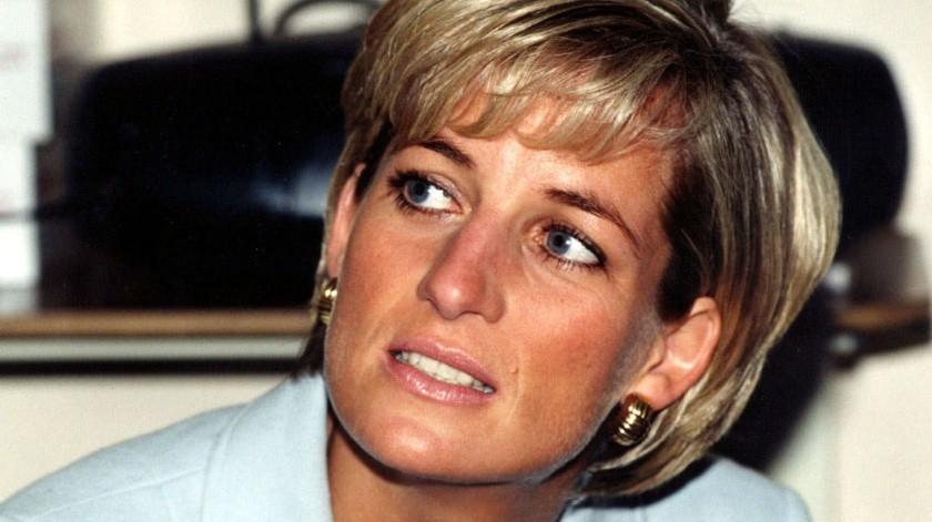 La versión oficial de la muerte de la Princesa Diana fue que habría fallecido debido a traumas por los golpes en un accidente automovilístico.(AP, PA)