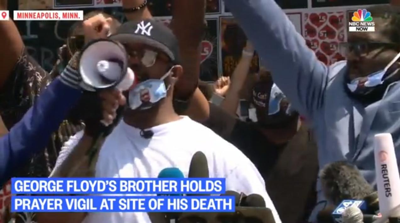 """""""Dejemos de pensar que nuestra voz no importa y voten"""": Hermano de Floyd pide protestas pacíficas(NBC News Captura de Vídeo)"""