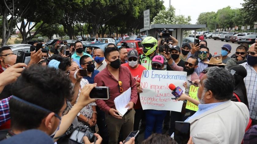 Decenas de conductores participaron en la protesta.(Sergio Ortiz)