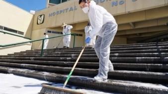 Ayuntamiento limpia y sanitiza instalaciones de clínica 30 del IMSS