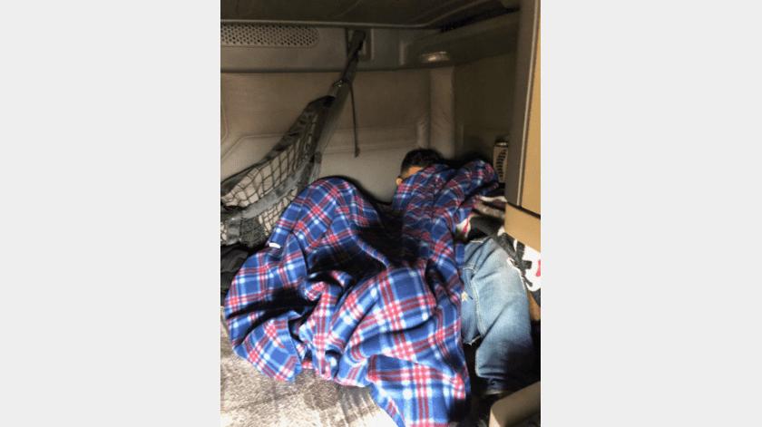 Trailero llevaba a migrantes escondidos(Cortesía)
