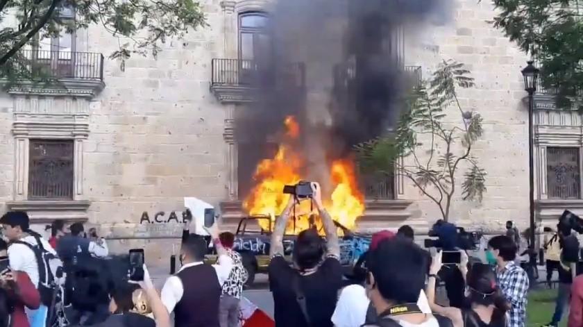 VIDEO: Realizan protesta y quema de patrullas por caso de Giovanni en medio de pandemia por Covid-19(Captura de pantalla)