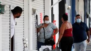 La noticia alarmó a muchos en México: de un día a otro el registro de personas muertas en la pandemia de coronavirus se duplicó.