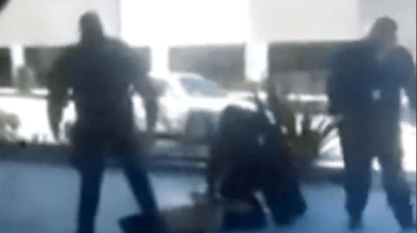 Suspenden a policías involucrados en muerte de detenido