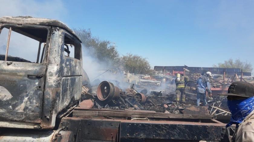 Incendio de maleza llega hasta recicladora al norponiente de Hermosillo(Bomberos de Hermosillo)