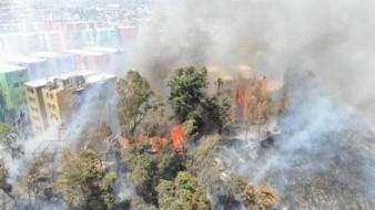 Deja 300 afectados incendio en Torres del Lago