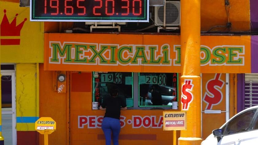 Sube dólar frente al peso durante inicio de semana(Daniel Resendiz)
