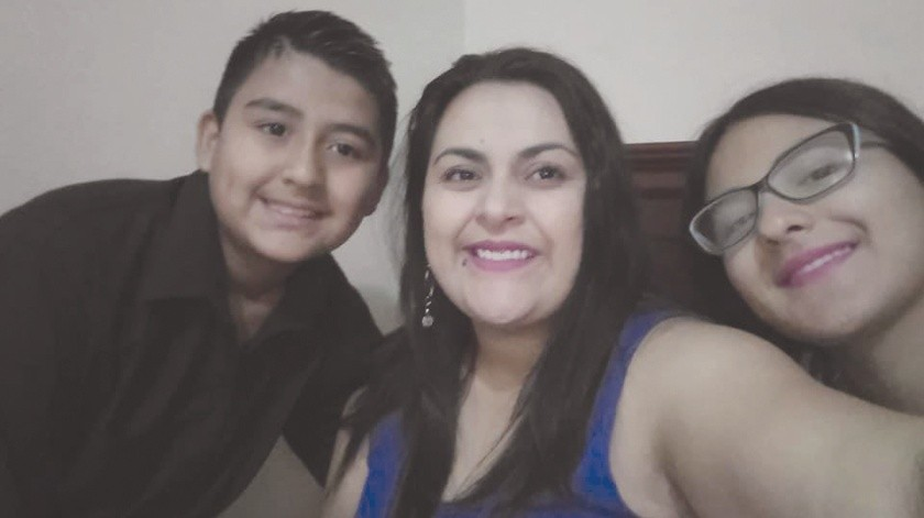 Alejandra Flores, al centro, dona sangre cada cuatro meses.(Redacción)