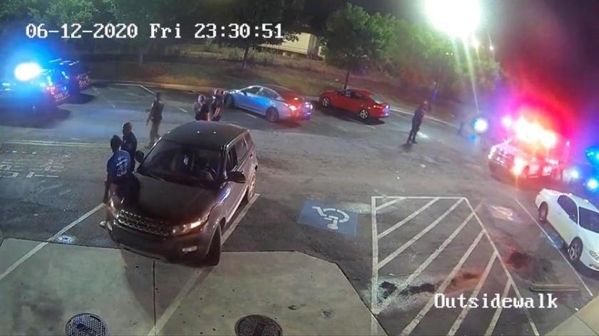 Imágenes del ataque policial contra otro afroamericano que estremece Atlanta y EU