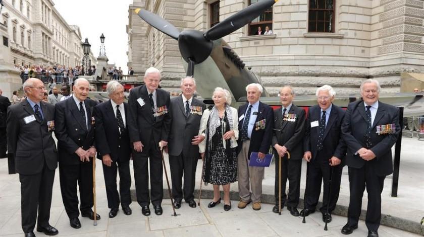 Con sus presentaciones, Vera Lynn se ganó el cariño de su país durante la guerra.(EFE)