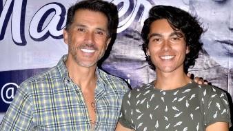 Mayer pasa Día del Padre en hospital por su hijo