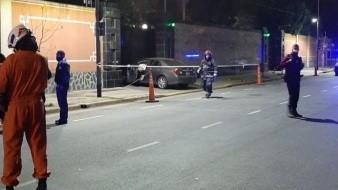 Sujeto impacta su vehículo contra edificio de la Embajada de China en Argentina