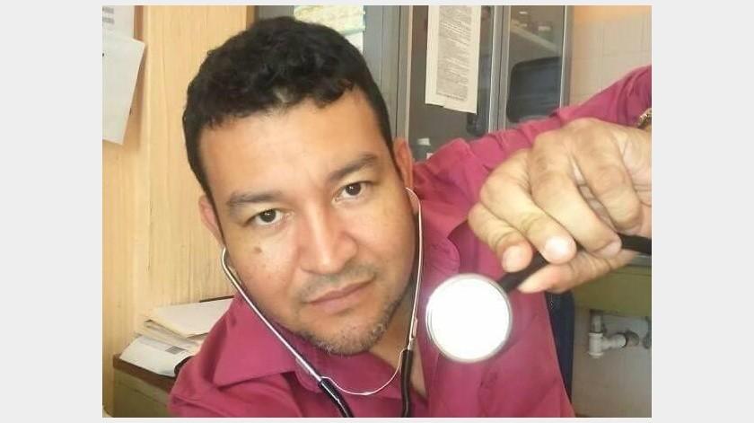El médico César Salas se alejó de su familia para cuidarlos y evitar posibles contagios.