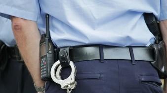 Hombre es arrestado por allanamiento y agresión a policías en San Pedro, El Saucito