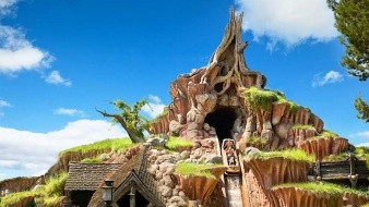"Fue el 17 de julio de 1989 que Splash Mountain se inauguró inspirado en la película de 1946 ""Song of the South""."