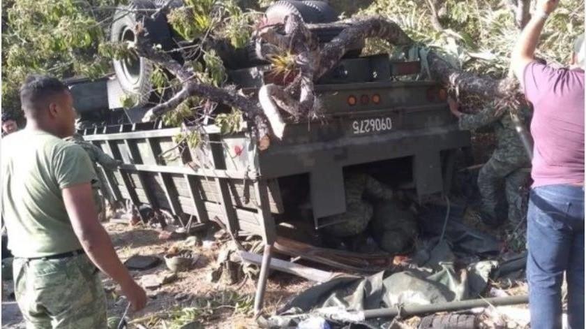 El Presidente Andrés Manuel López Obrador envió su pésame a los familiares de los militares que fallecieron ayer en Tijuana en una volcadura.(Especial)