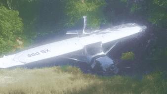 Desplome de avioneta cerca de Aeropuerto en Cancún; rescatan a pasajeros en área verde