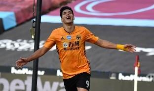 El delantero mexicano ha metido el quinceavo gol en el  Wolverhampton, poniendo al equipo en el sexto lugar de la tabla general, en la Premiere League.