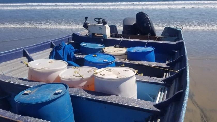 Decomisan embarcación con más de mil litros de combustible en Ensenada(Cortesía)