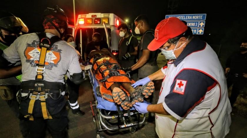 Bomberos rescatan a hombre que cayó en un pozo(GH)