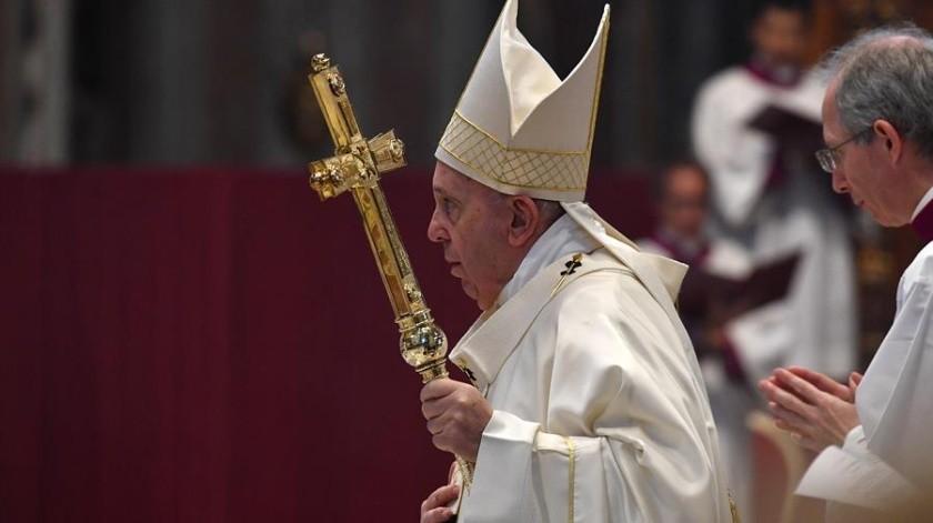 Papa Francisco pide rezar por gobernantes en vez de insutarlos(EFE)