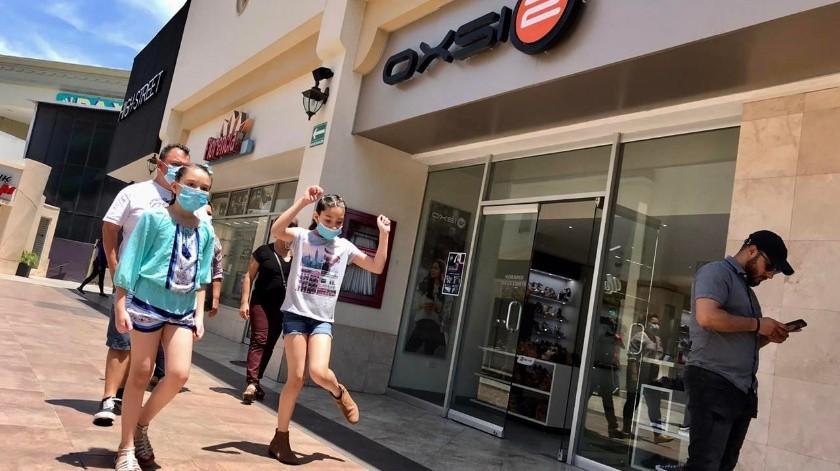 El uso de cubrebocas es obligatorio para poder ingresas al centro comercial.(GUSTAVO SUÁREZ)