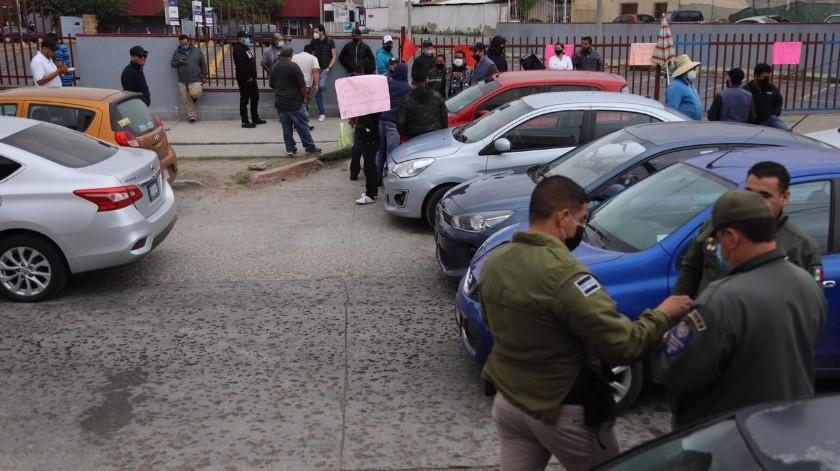 Los conductores protestaron en contra de los impuestos por el uso de las plataformas, principalmente.