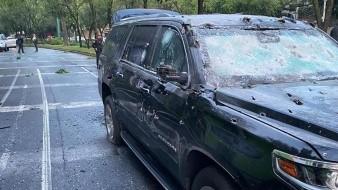La camioneta blindada en la que viajaba García Harfuch quedó totalmente destrozada por cientos de impactos de balas de gran calibre.