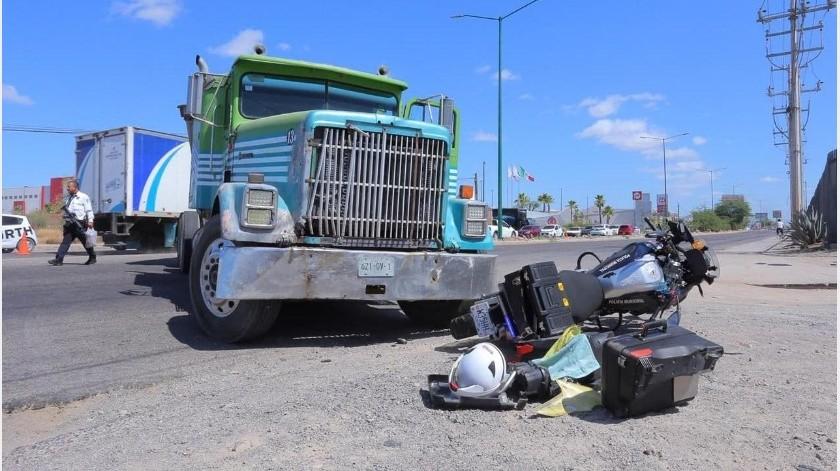 Con fractura y desprendimiento de pierna izquierda resultó un agente de la Policía Motorizada de Tránsito Municipal tras sufrir un accidente de treansito en el bulevar Quiroga.(Alejandro Carbajal)