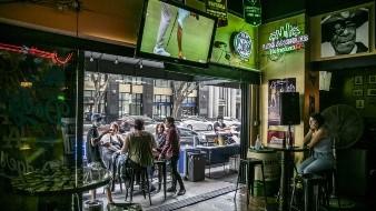 Ordenan cierre de bares en San Diego tras repunte de coronavirus