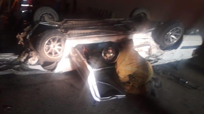 Choques, volcadura y un peatón muerto la noche del domingo en Ensenada