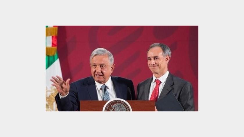 """El mandatario aseguró que los funcionarios en las reuniones guardan sana distancia y se evita el """"amontonamiento"""".(Gobierno de México)"""