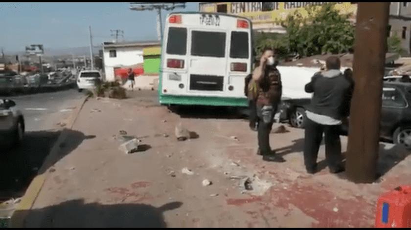 Camión de personal se queda sin frenos y arrolla a un persona